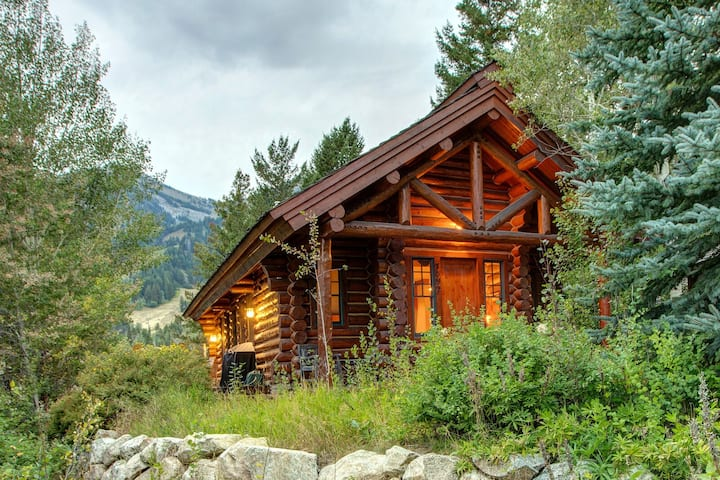 Abode at Moosehead Cabin | 2 Minute Walk to Teton Village! Discounts on 7+ days