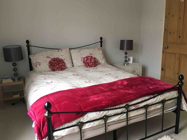 Charming two bed house in the Chessels, BS3