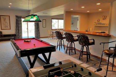 Spacious Walkout Basement: 2 Bedroom 1 Bath - Colorado Springs - Talo