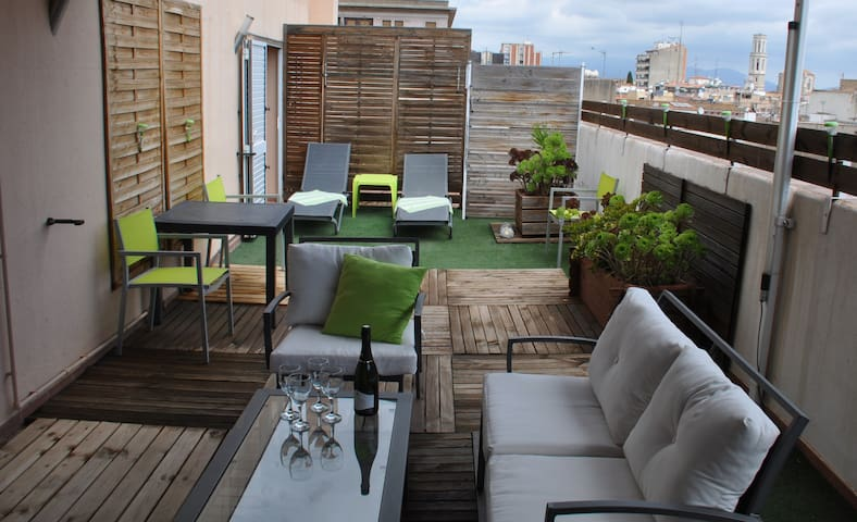""" CACHITO "" PENTHOUSE AVEC TERRASSE, PARKING, WIFI"