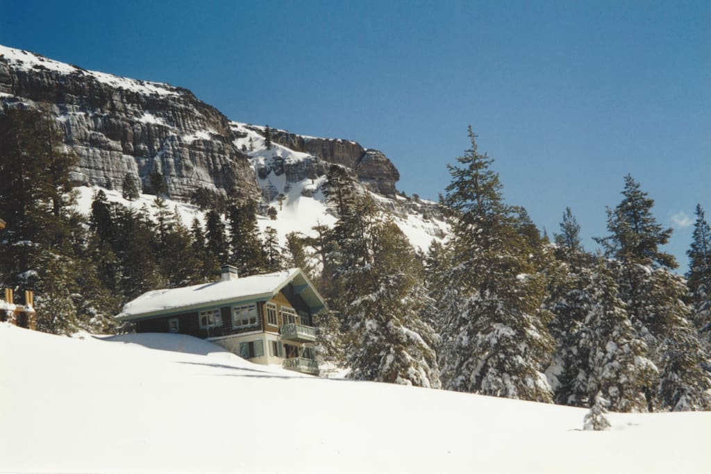 Situated just above Kirkwood meadow with sled hill and XC ski access