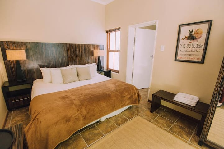 Superior Twin Room with Bath & Shower