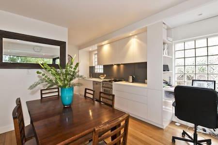 Stylish 2BR Apartment in St Kilda - St Kilda - Apartment