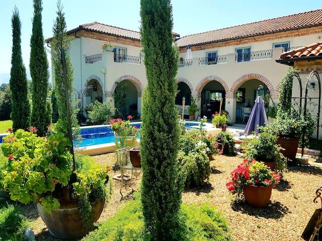 Winelands Garden Queen Suite Pool View Simondium