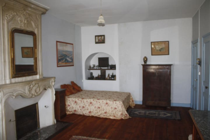 Hotel de Bobene , Chambre 2 pers, petit dej. - Saint-Jean-d'Angély