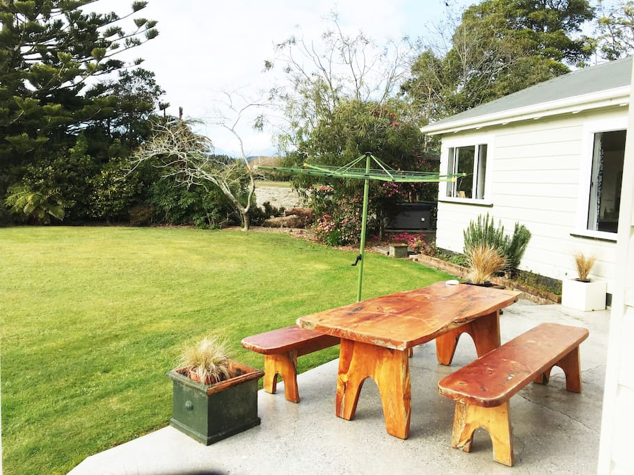 Out door BBQ and spa available by negotiation