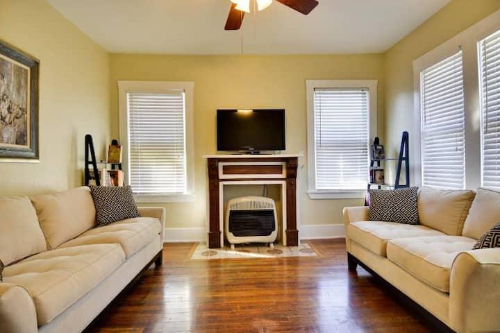 Cozy Apartment near Riverwalk