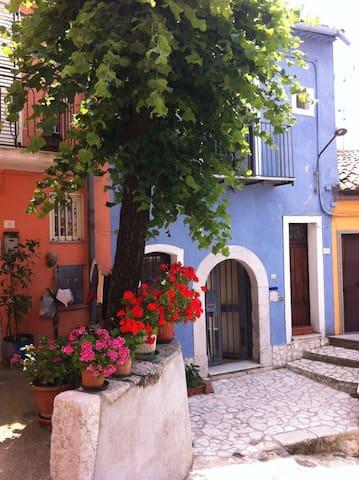 Casa azzurra Montemarano ( Avellino) - Montemarano - Huis