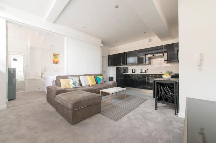 5* Camden Apartment - Modern & Stylish