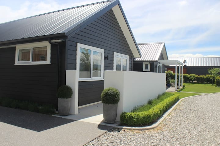 Wanaka apartment,close to town,cafes, & movies.