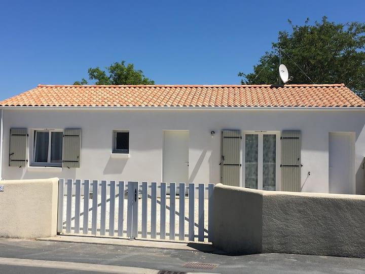 Charmante maison à 300 mètres de la plage- L'ileau