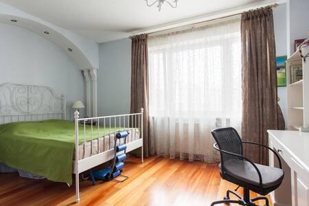 Комната с отдельным санузлом - Moskau