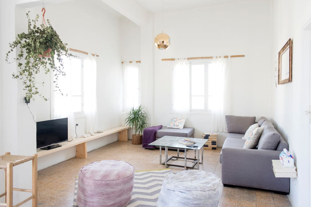 The Bright Loft is as bright as it says in the title – light pours in from the numerous windows and balcony doors, filling the open-plan living and dining area with natural light from dawn until dusk.