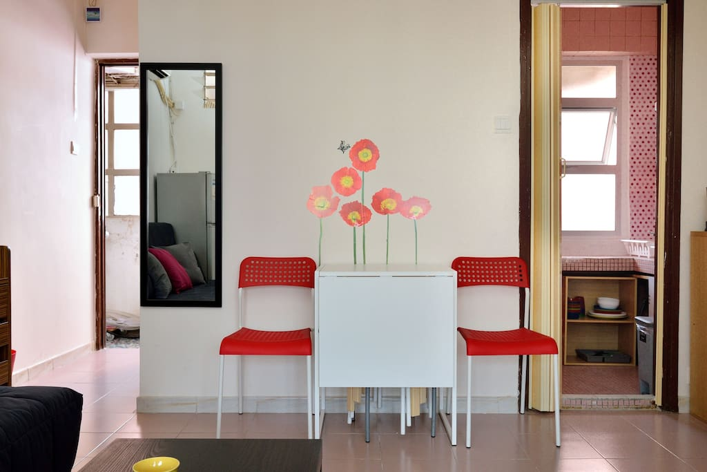Expandable dinning table