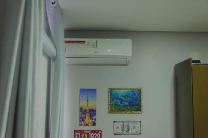 Ótimo quarto Rodoviária+Garagem e Ar Condicionado