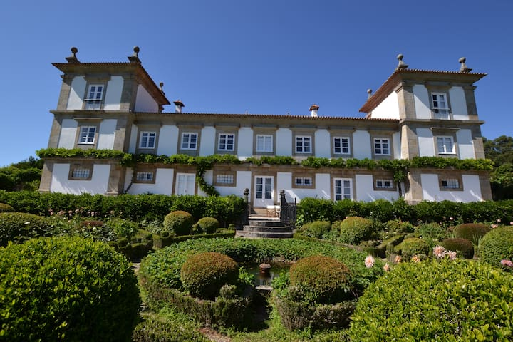 Luxury Palace in Calheiros - Ponte de Lima - Bed & Breakfast