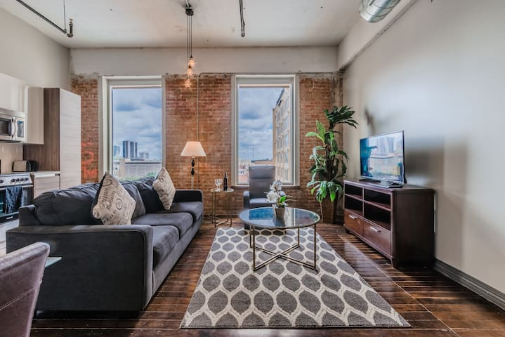 Regal Stays Corporate Apartment With Pool /Gym /Valet /Cable /WiFi in Downtown Dallas