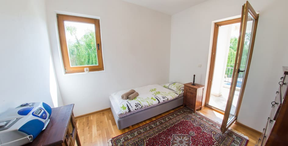 Villa Verde l Luxury Retreat l Riverside - Bedroom 3