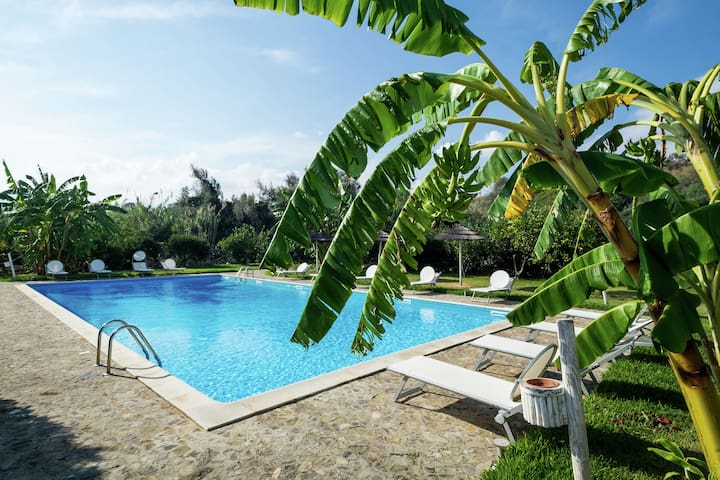 Cozy Cottage bwith Shared Swimming Pool in Santa Flavia