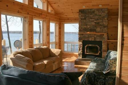 Loon Lodge Waterfront Retreat - Miller Lake - Talo