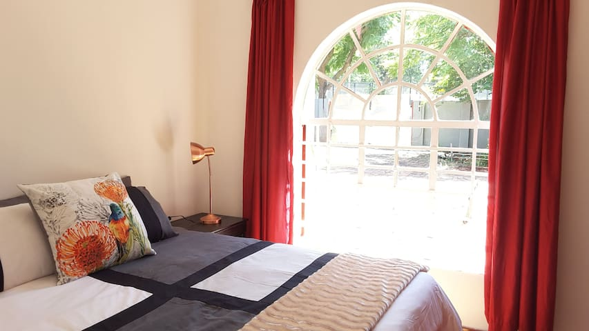 Sunny Hatfield Room with DSTV in room and WIFI