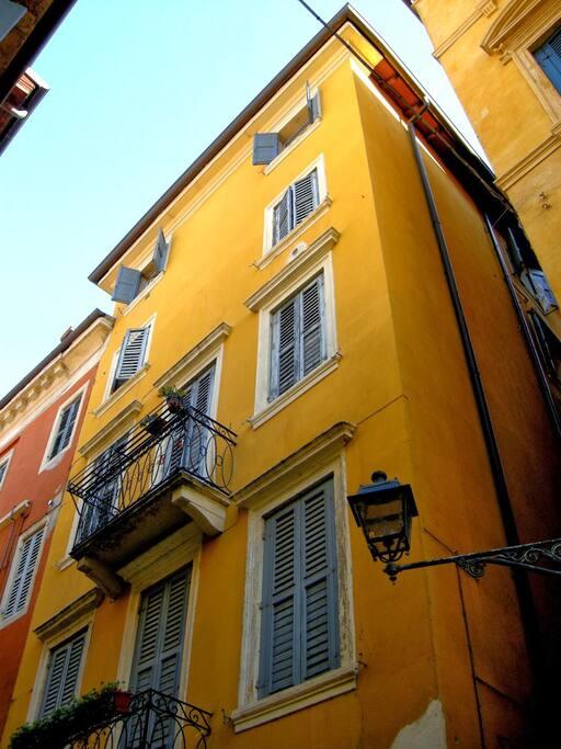 facciata e balcone