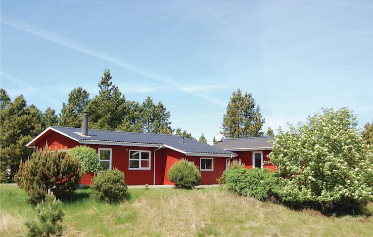 Holiday cottage with 3 bedrooms on 65 m² in Rømø