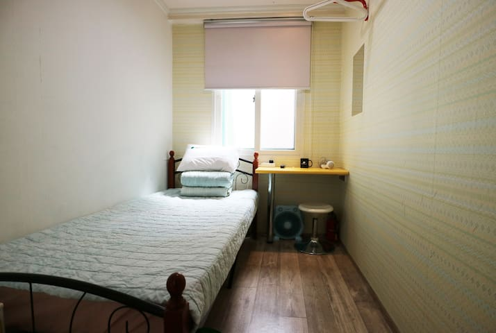 Hostel Korea, Guesthouse - Single (shared bath)