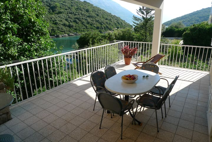 Apartman Karla in beautiful bay in Korčula - Korčula  - Huis