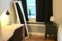Newly renovated room in the center: Free parking