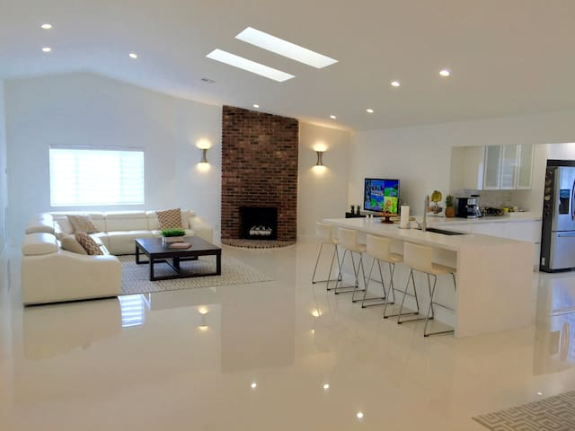Beautiful Private Wing in Quiet Central Boca House - Boca Raton - House