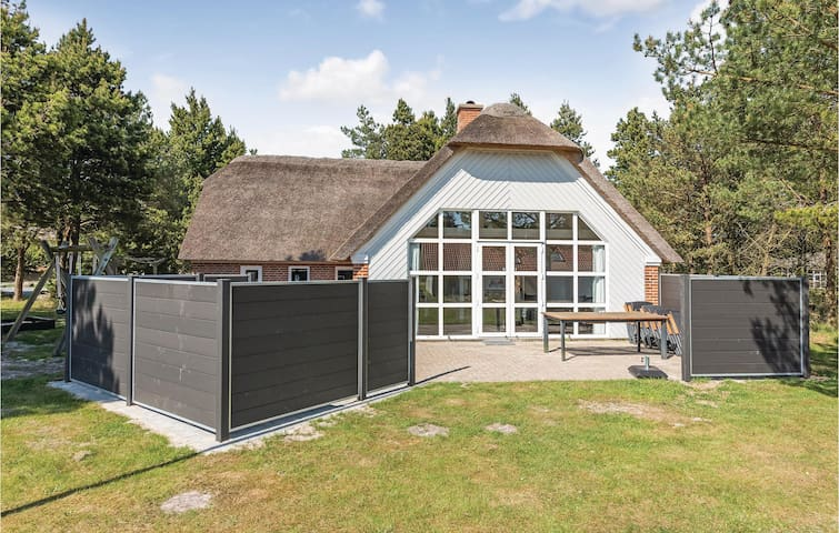 Holiday cottage with 4 bedrooms on 143m² in Nørre Nebel