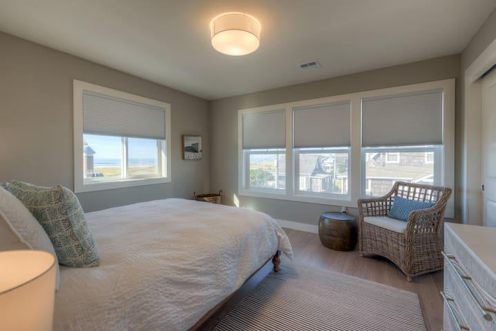 Queen Room, Second Floor, Ocean View