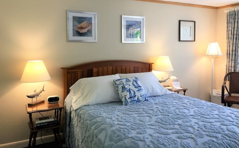 Standard Queen Room at the Sesuit Harbor House