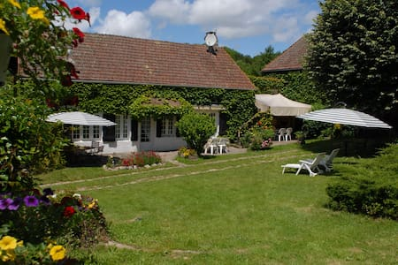 Family vacation with kids and dogs - Quarré-les-Tombes - Hus