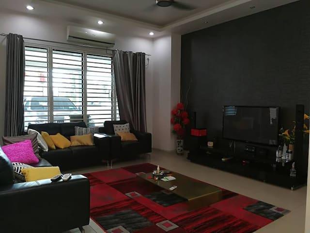 Comfy house @Taman Bukit Kecil with wifi