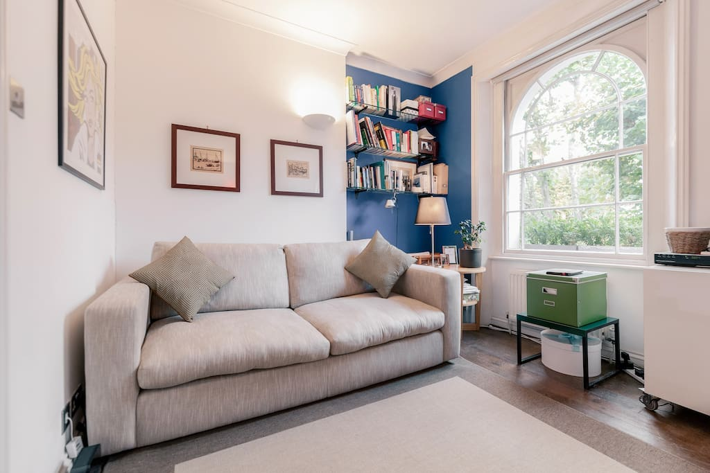 The double Sofa Bed is very comfortable and the Library contains London Touristic Guides