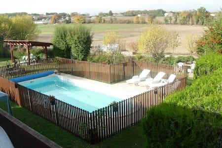 Studio meublé de tourisme ** avec piscine - Jauldes