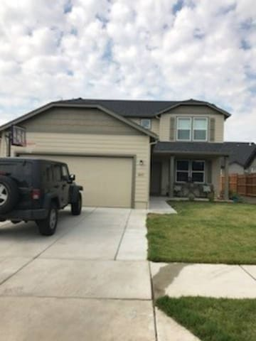 NEW HOME! BEAUTIFUL & SPACIOUS. MANY EXTRAS! 3BR!