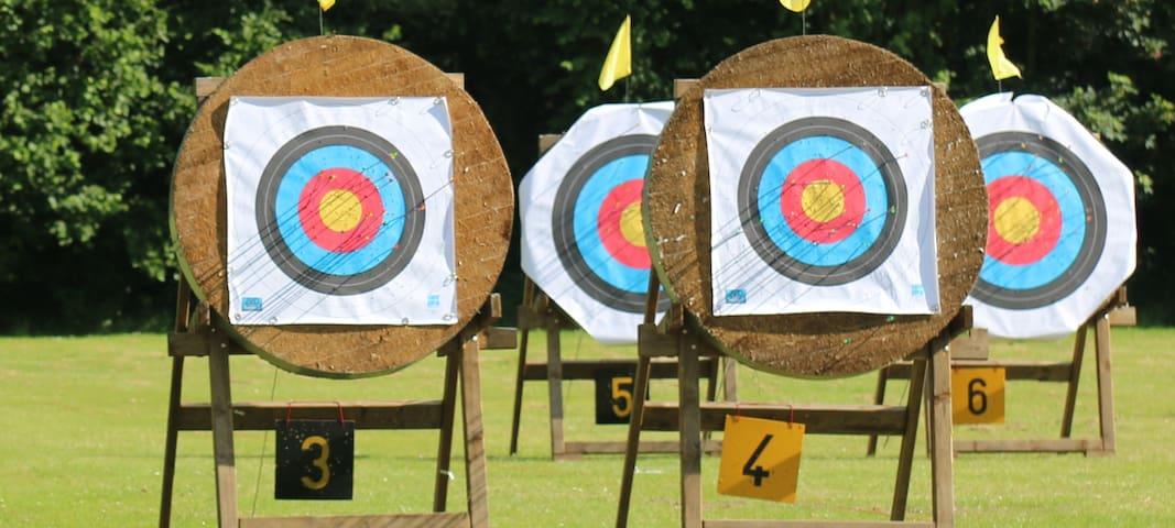 Großes Bogensportzentrum (in-/outdoor) in nur 3km Entfernung - hervorragende Trainingsmöglichkeiten - gerne stellen wir den Kontakt her.