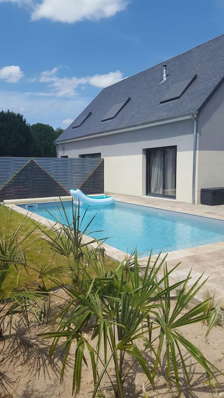 Au bord de la piscine entre Loire et Vignes ***