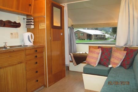 Traditional Kiwi Glamping staying in the Caravan - Coromandel - Camper/RV