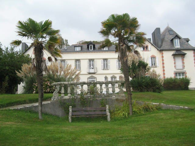 Appartement dans château, 1 étage. - Locmaria-Plouzané