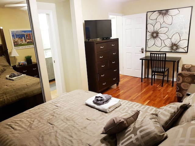 Ensuite bathroom - 4 min. walk to Spring Garden Rd