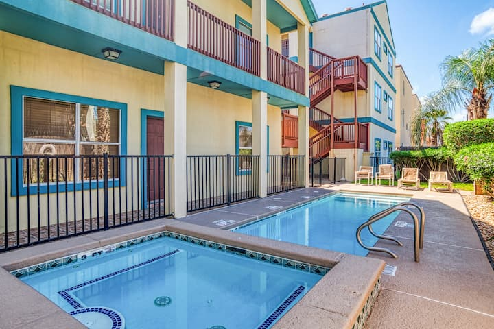 Updated, second-story condo w/shared pool & hot tub - one block to beach!