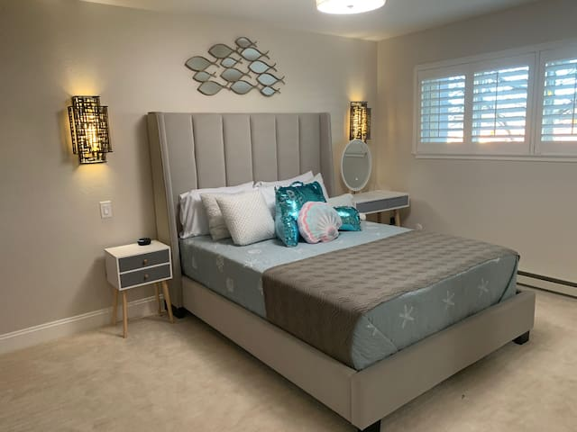 Bed with modern decor