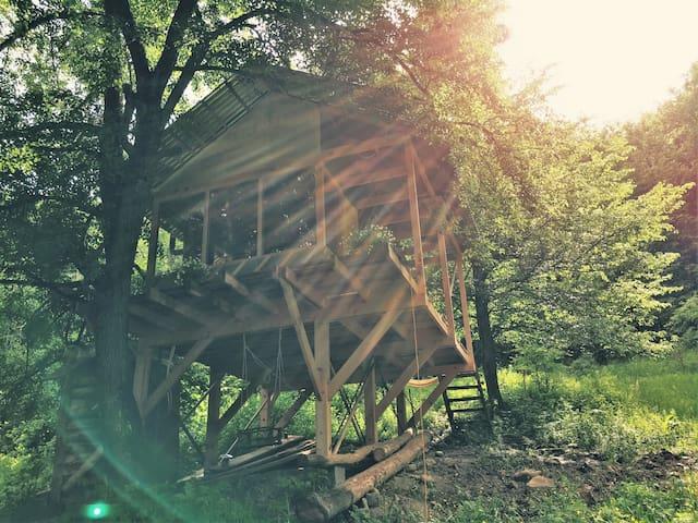 Небольшой дом с панорамным видом на лес и горы - Kurdzhinovo - House