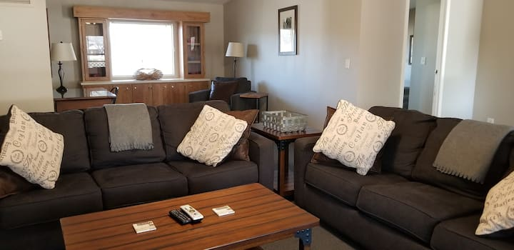 Pond Side 3B/2B Home, Great for Families