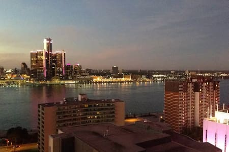 Entire Penthouse Apartment Downtown - Windsor - Wohnung
