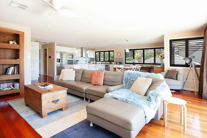 Luxury Family Entertainer Minutes From Manly Beach
